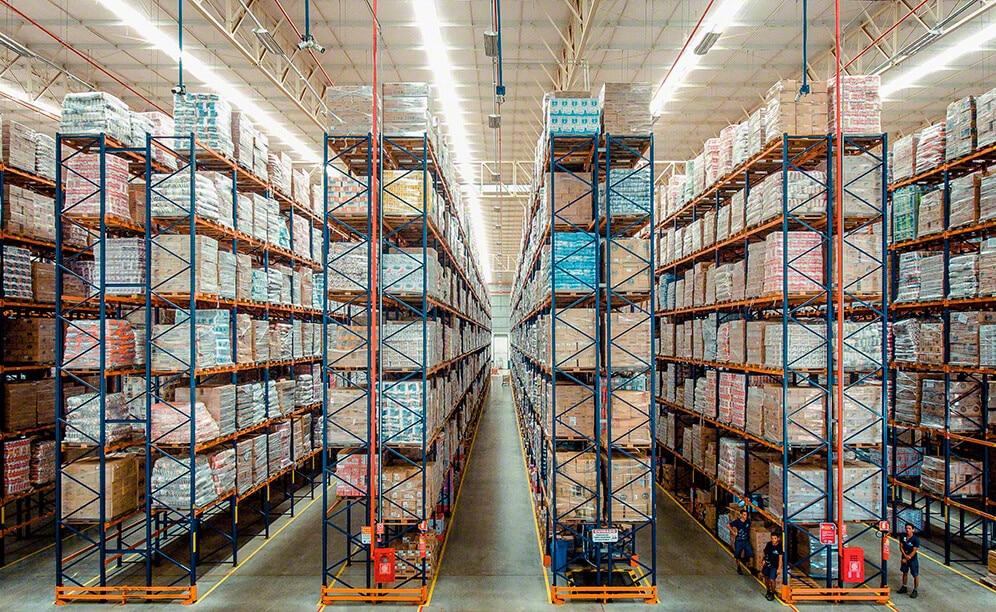 Armazém Mateus equipped its Davinópolis (Brazil) distribution centre with pallet racks by Mecalux