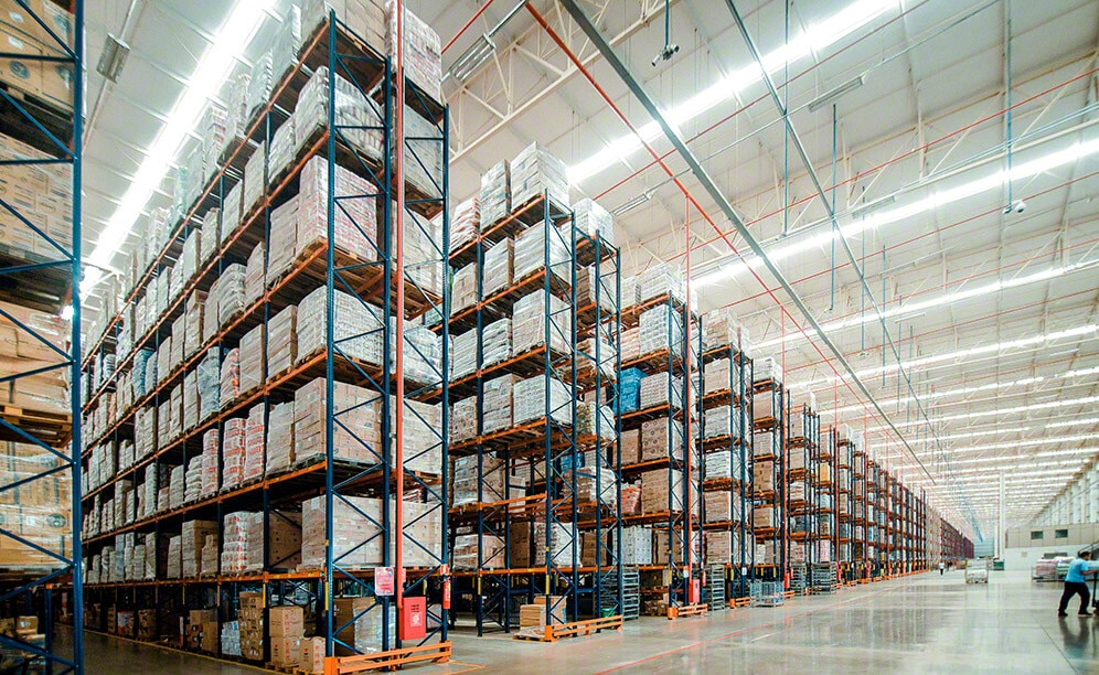 The distribution centre of Armazém Mateus is best known for its massive size and for providing a storage capacity of more than 91,300 pallets