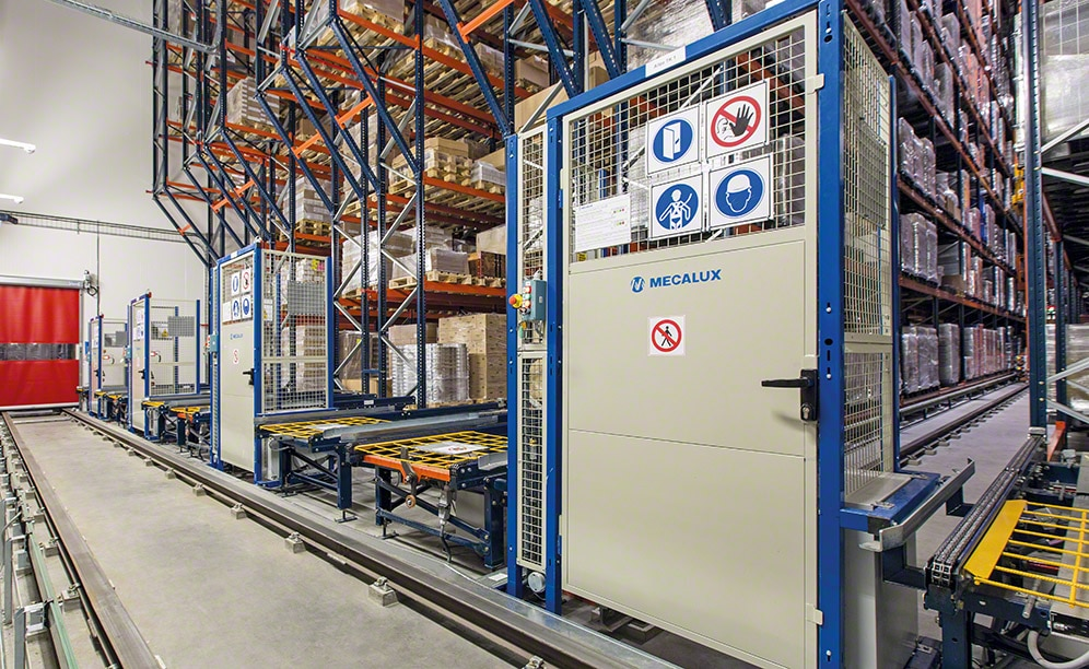 The automated warehouse of Schaal Chocolatier in France