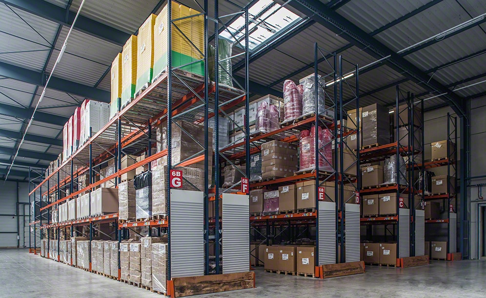 Combination of systems in the ANVI Plasturgie's plastics warehouse