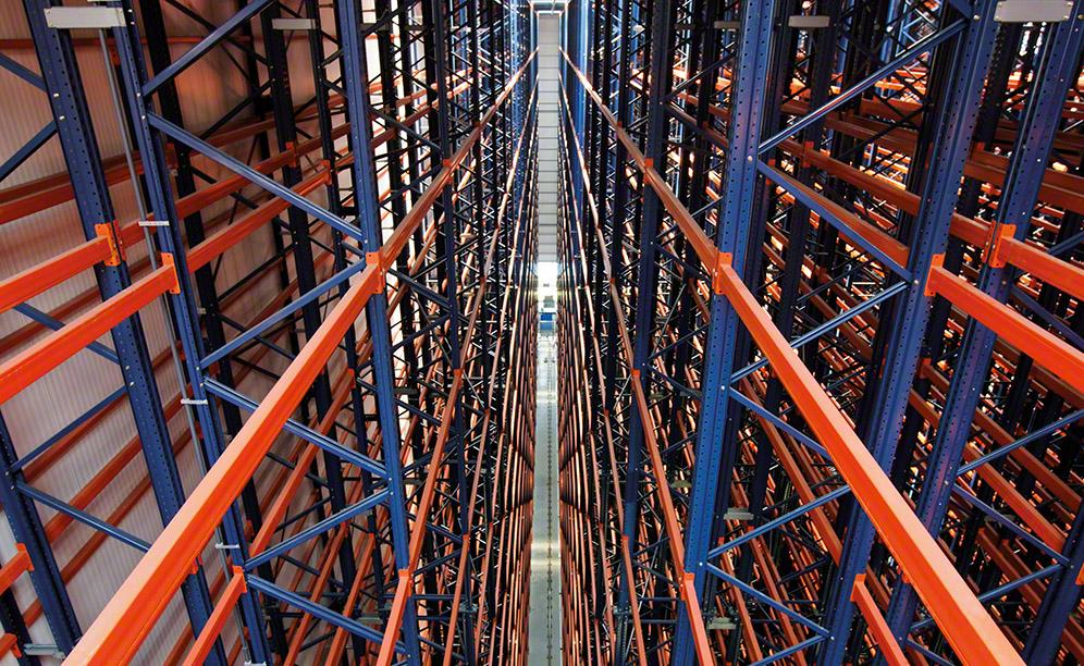 Double-depth racking with storage capacity for 15,88 pallets