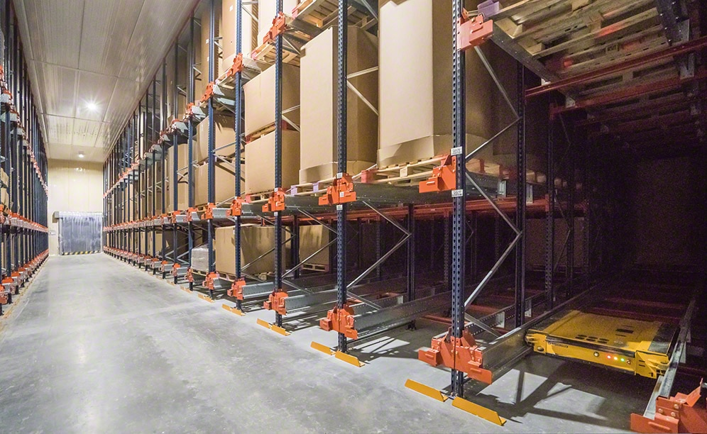 Drive-in racks run by the semi-automatic Pallet Shuttle