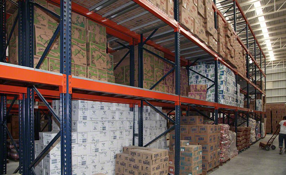 The new warehouse with earthquake-proof racks for Abarrotes La Y Griega