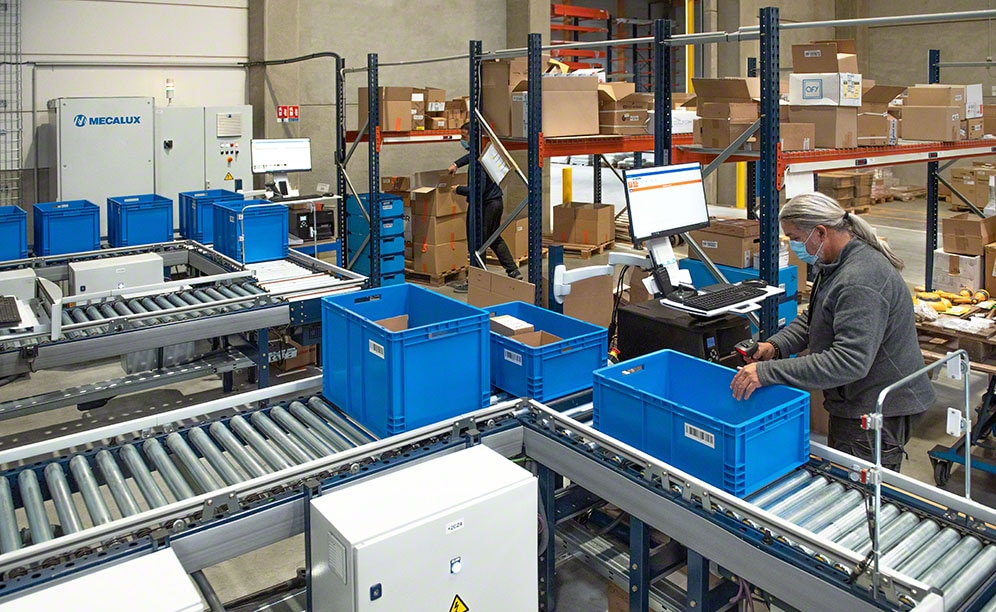 Easy WMS tells operators which goods to pick from the boxes