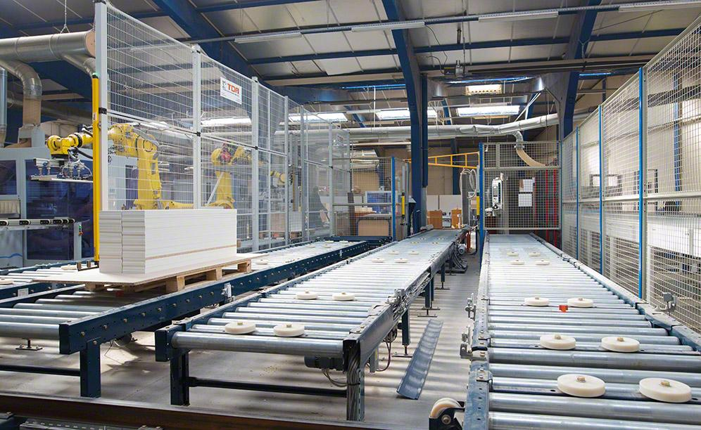 Conveyors ensure a constant flow of goods and their automatic transfer to the furthest points of the production centre