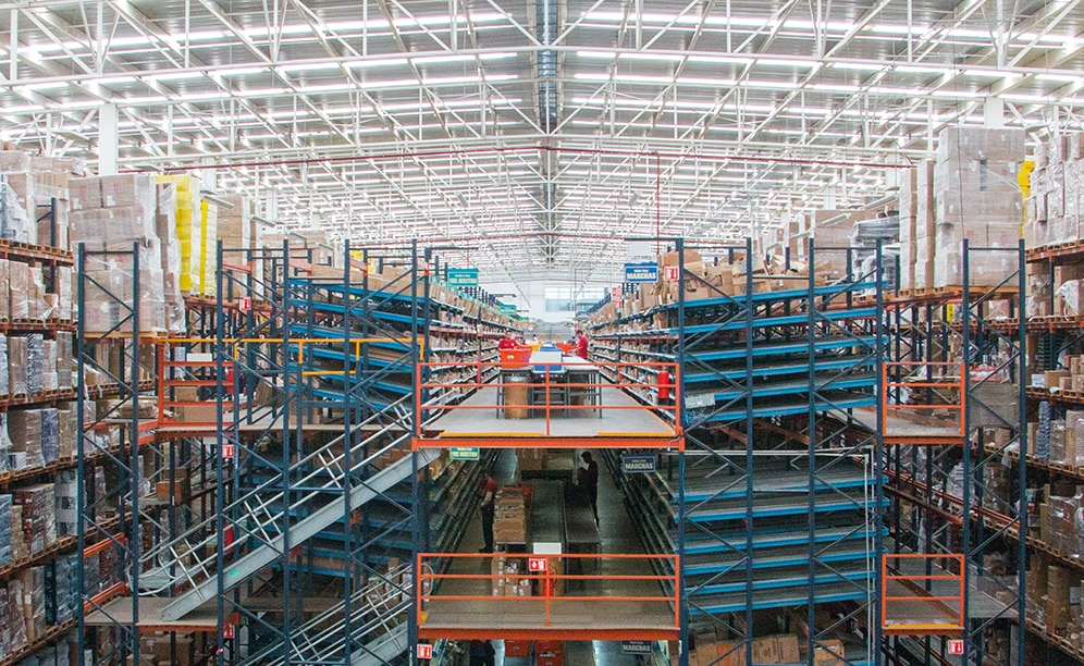 Live picking racks are the highlight of the new Apymsa warehouse, a leading Mexican company in the sale of automotive parts