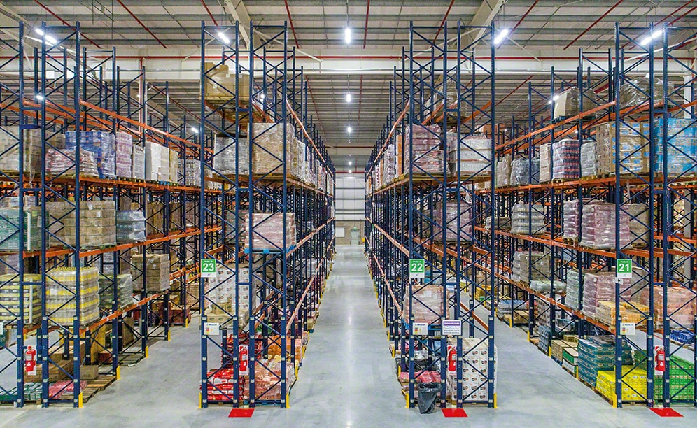 A warehouse sector has 9.5 m high racks with five different levels, and in sectors where the warehouse is the highest, the racks are 10.5 m high with six storage level
