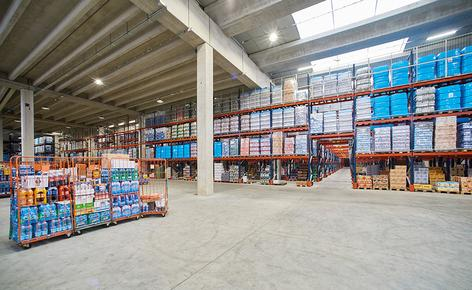 The warehouse of the Italian company Centro 3A SPA, equipped with Mecalux pallet racks, has capacity for 7,826 pallet