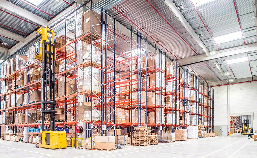 Corep has a warehouse that is sectored and equipped with pallet racking in its production centre in France