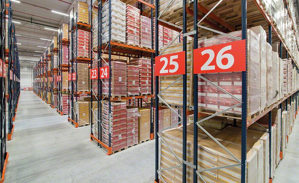 Mecalux has supplied pallet racking with a capacity for 6,560 pallets in the warehouse that Lorenz Snack-World owns in Poland