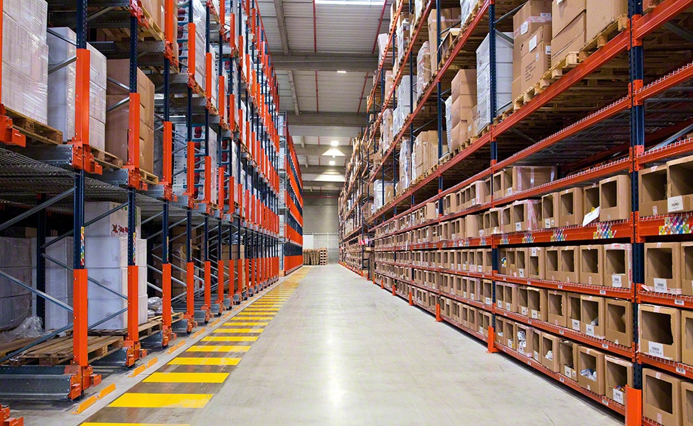 Mecalux has equipped the new Orchestra warehouse with pallet racks and the high-density Pallet Shuttle system
