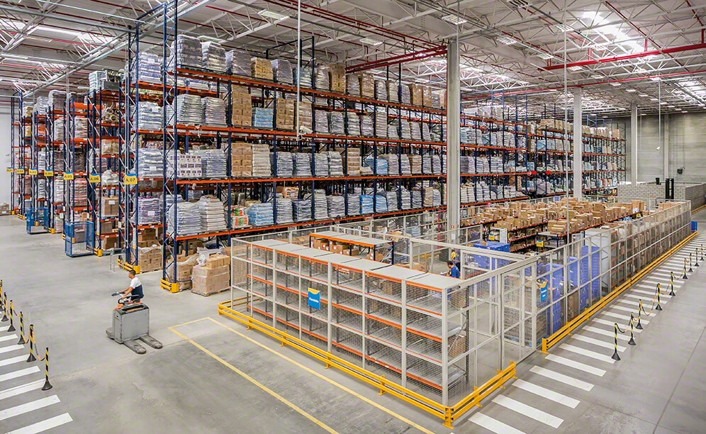 A distribution centre able to store, manage and carry out the picking of thousands of pet supply items