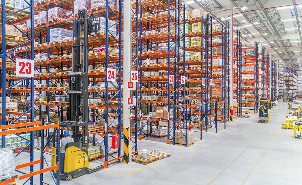 Mecalux equipped the warehouse with pallet racking that, overall, provides a storage capacity of more than 11,600 pallets