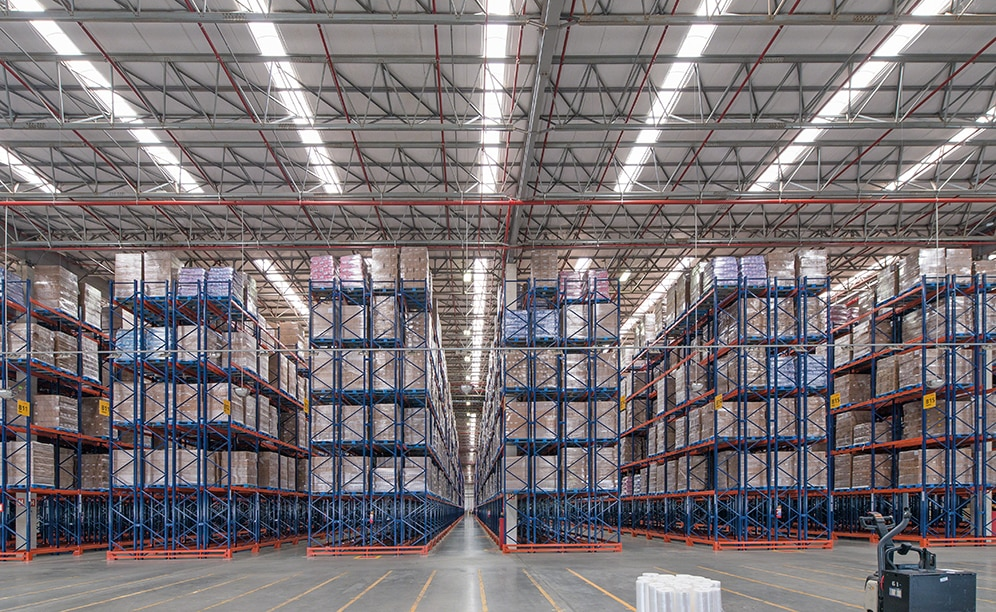 Mecalux has equipped the Unilever warehouse in Brazil with both single and double-deep pallet racking, providing an 83,569 pallet storage capacity