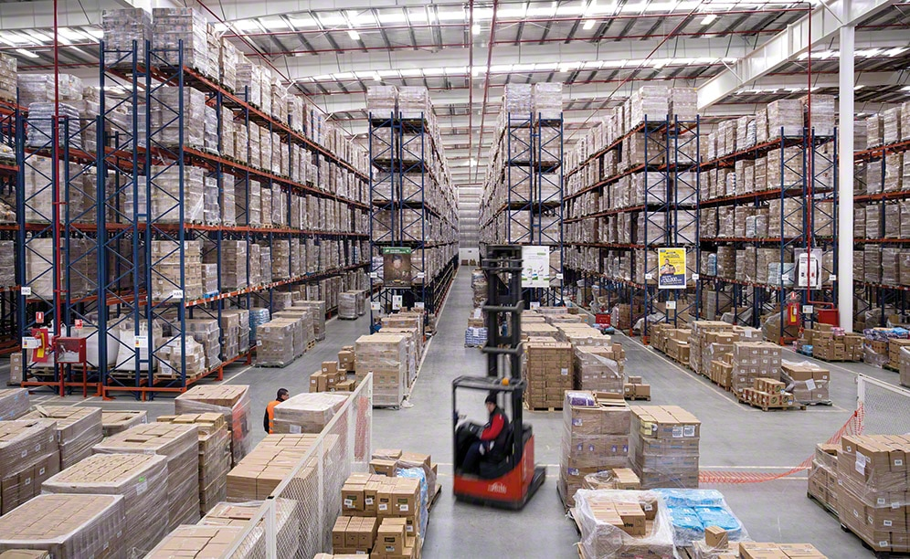 In a 12,000 m² surface area, Unilever can store 15,055 pallets