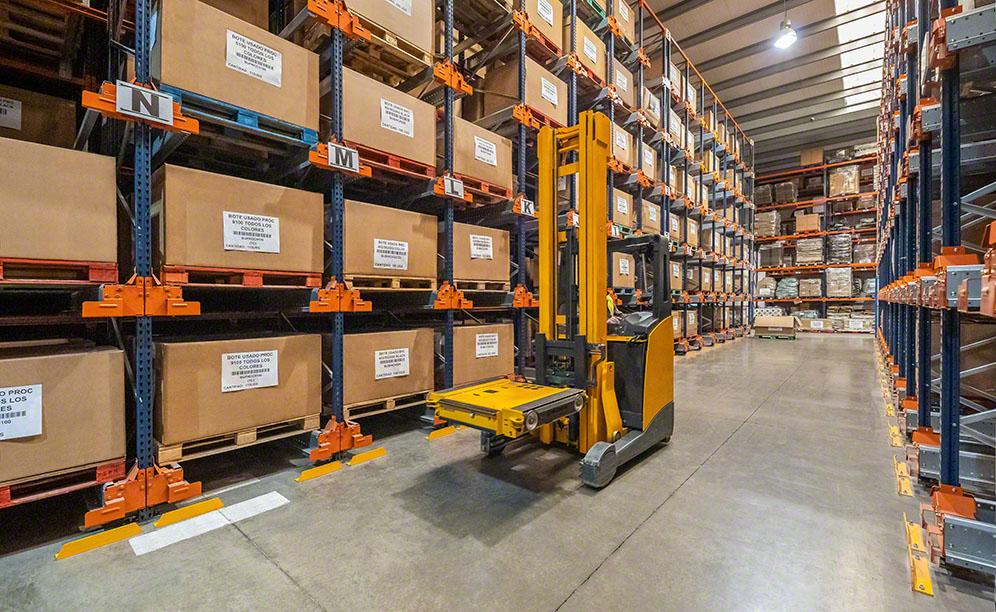 The racks with Pallet Shuttles maximise GM Technology's available space