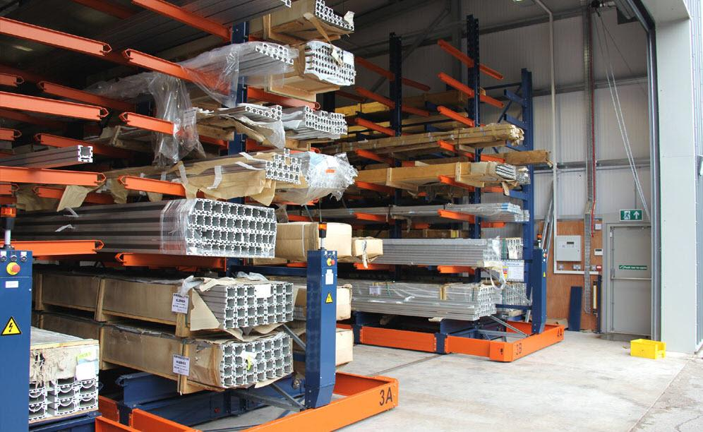 Mecalux installed cantilever racks on Movirack mobile bases