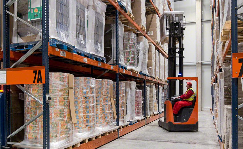 High-density Movirack racks that offer direct access to the goods