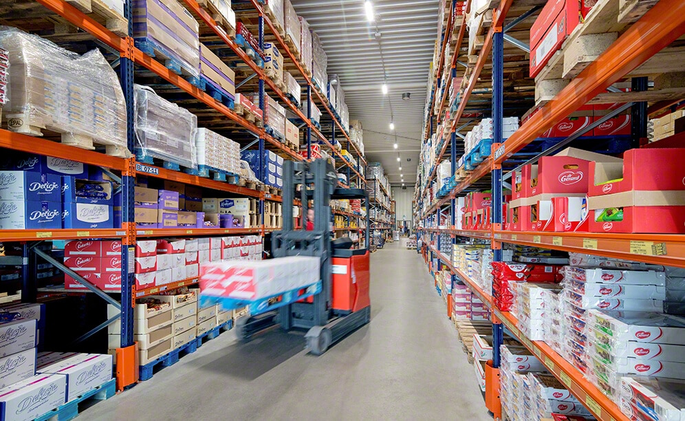 Mecalux racking in the warehouse of the food and beverage wholesaler Jot-Ł