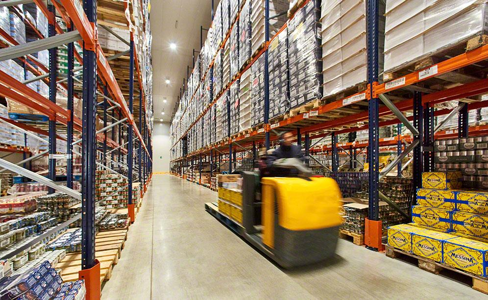 Pallet racks offer direct access to products