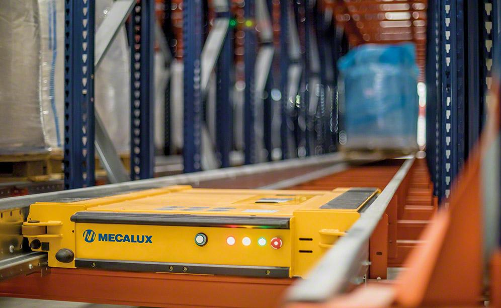 The semi-automatic Pallet Shuttle services a 2,295-pallet capacity