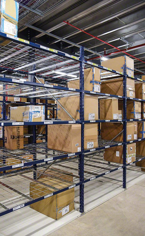 Mecalux shelving for picking at the Decathlon warehouse