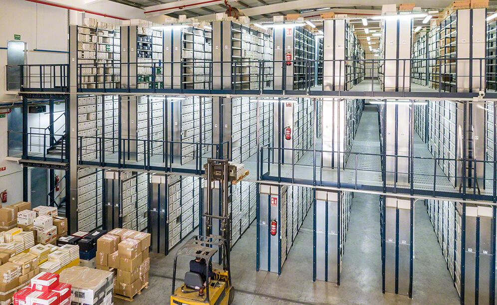 OHL racks with walkways take advantage of the height of the warehouse