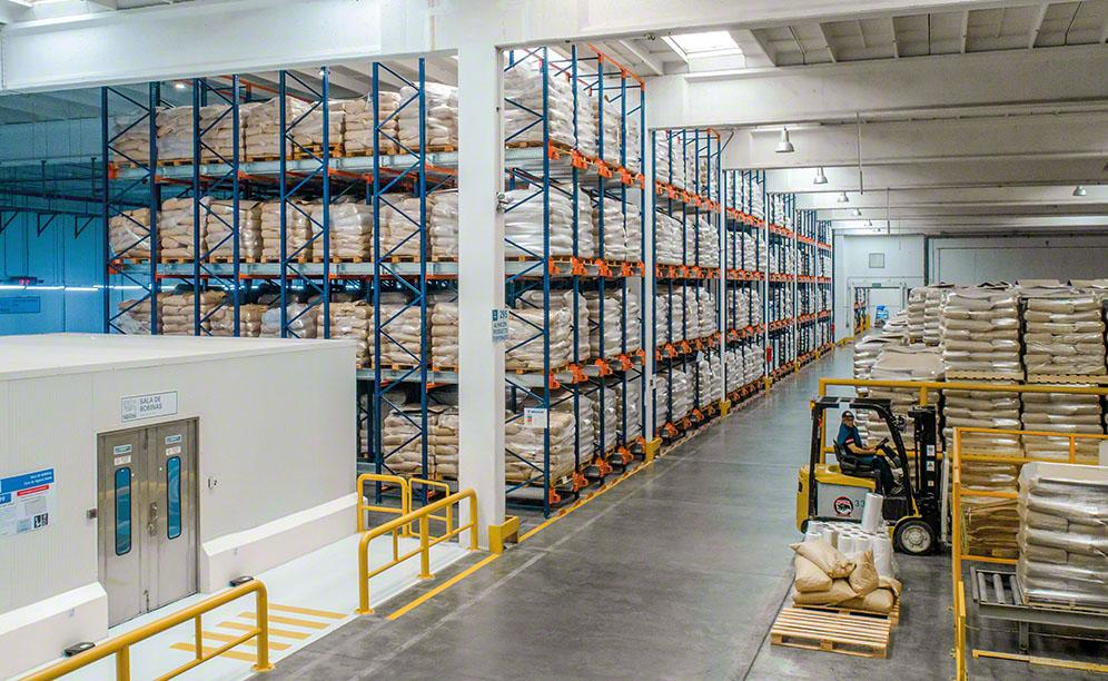 Nestlé warehouse in Argentina with semi-automated Pallet Shuttle system