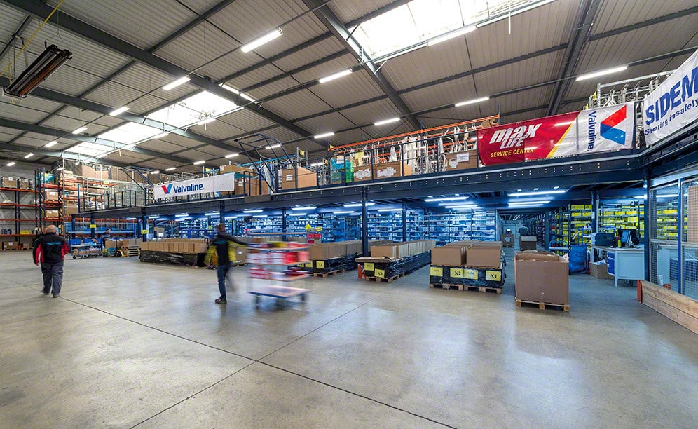 Mecalux installed a mezzanine, separated into two tiers in addition to the ground-level, that occupies practically the whole warehouse surface area