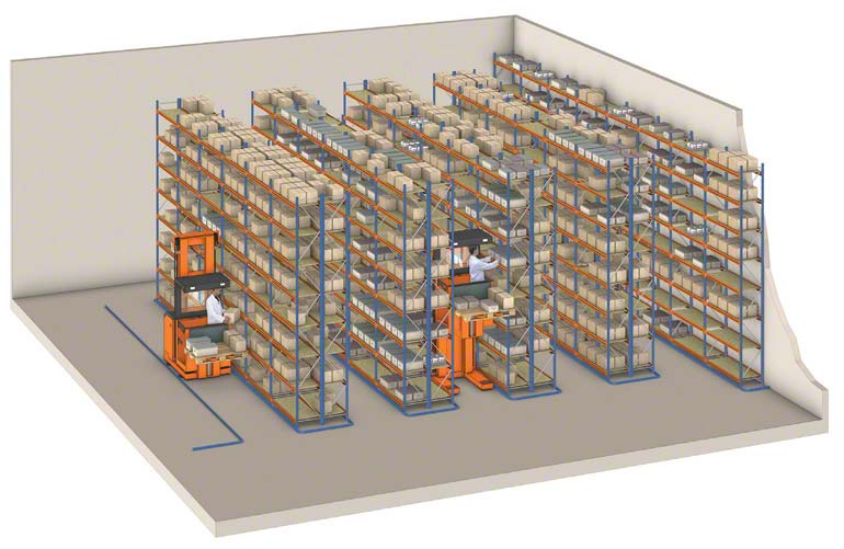 Order pickers operating in a pallet rack installation.