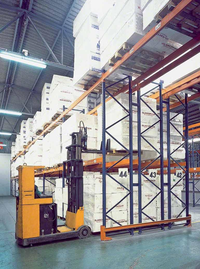 Logistics operator with double deep racks
