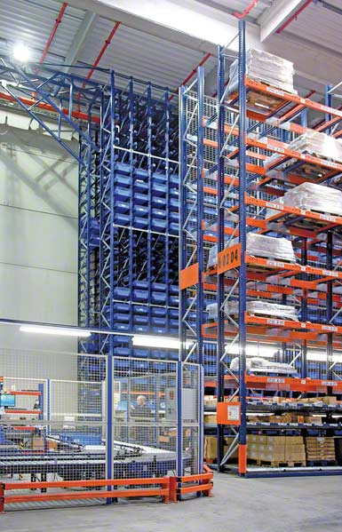 A combined flow rack and AS/RS for boxes system