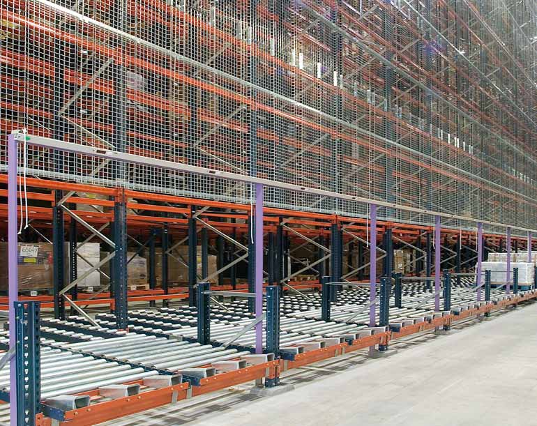 Lateral picking system in an automated warehouse.
