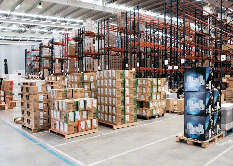 Warehouse designed for a express transport and distribution business