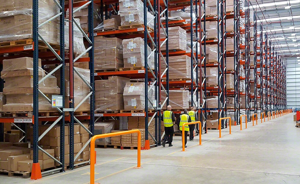 With 24 double-depth and one single-depth pallet racks, the warehouse holds more than 22,000 pallets with various sized unit loads