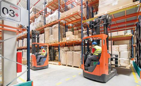 The pallet rack can house products of different sizes