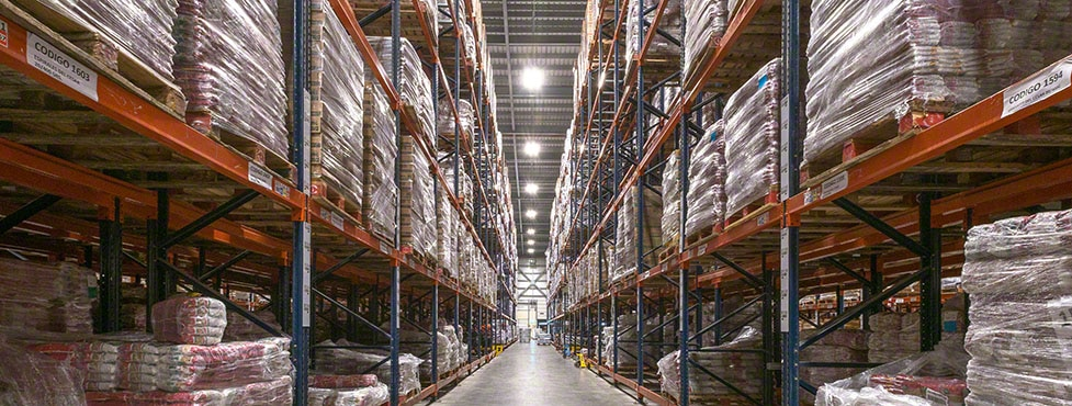 Cleaning and food products in the new César Iglesias warehouse