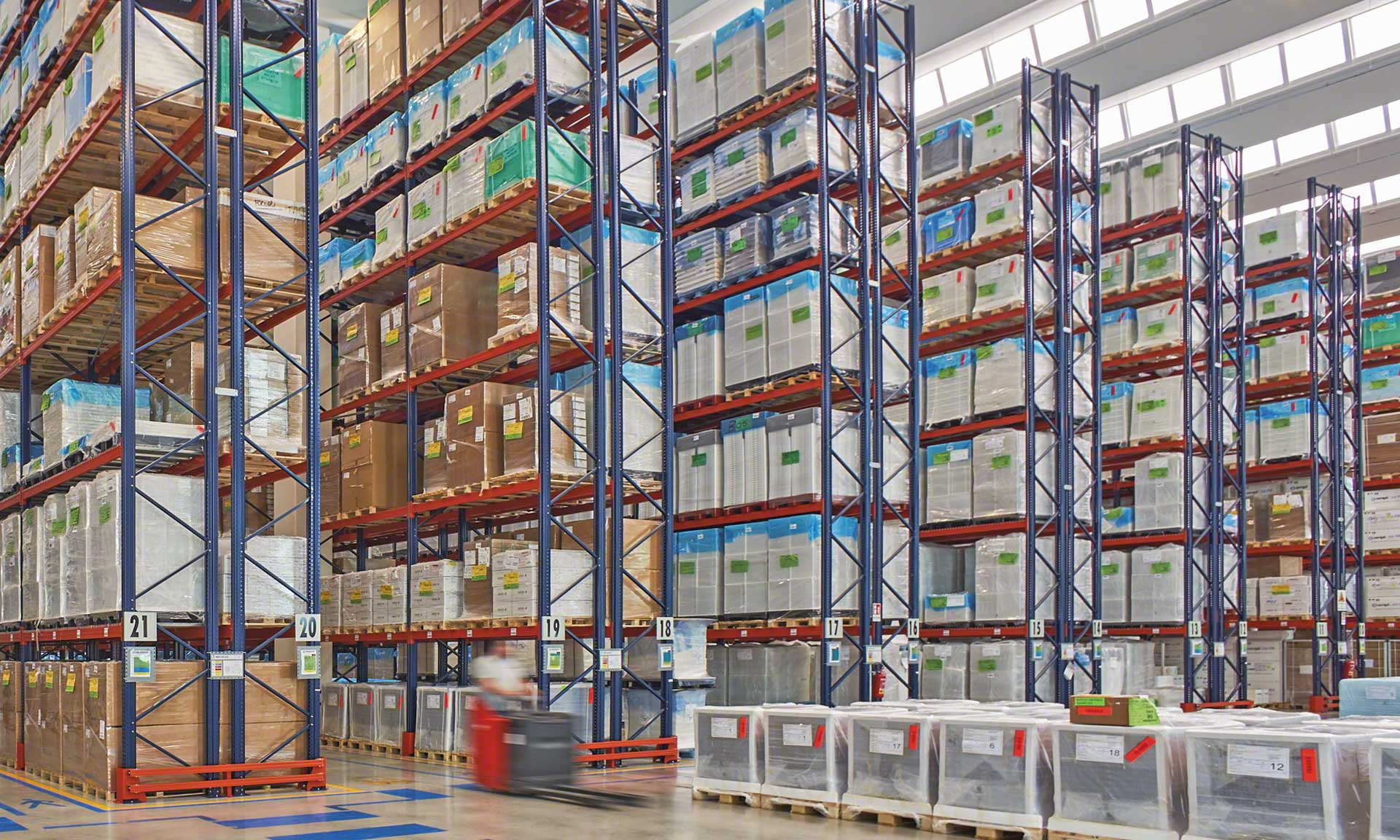 Chiggiato Transporti: earthquake-proof racks for pharmaceutical and medical products