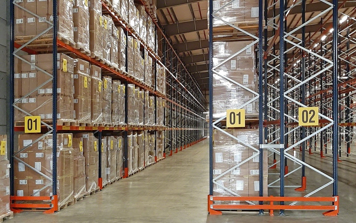 Eddie Stobart warehouse with aisles measuring up to 118 m long