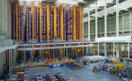 The storage space is totally automated, with 10 twin-mast stacker cranes