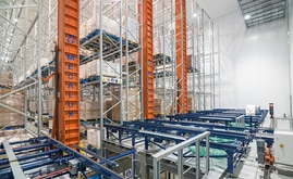 Mecalux has installed an automated warehouse composed of trilateral stacker cranes and a conveyor circuit