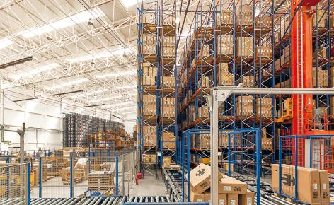 This new centre, consisting of a miniload and an automated warehouse for pallets, has centralised all logistics activities of BH