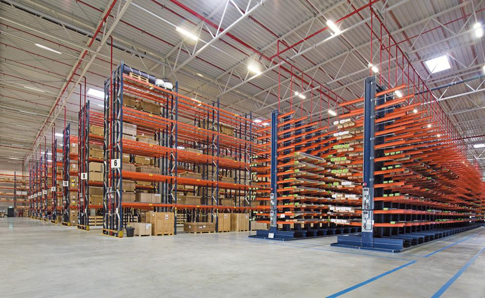Mecalux has provided conventional and cantilever racking for voluminous and heavy products