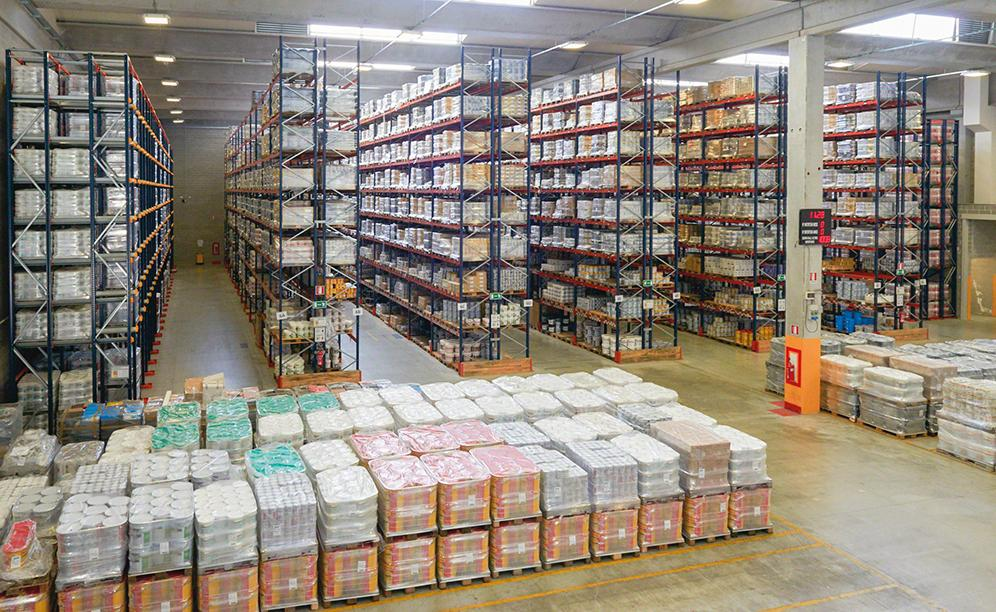 Cromology's new, 22,000 m2 distribution centre has a storage capacity of 35,000 pallets