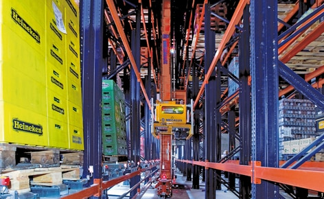 View of a stacker crane for pallets of the Amagosa automatic warehouse