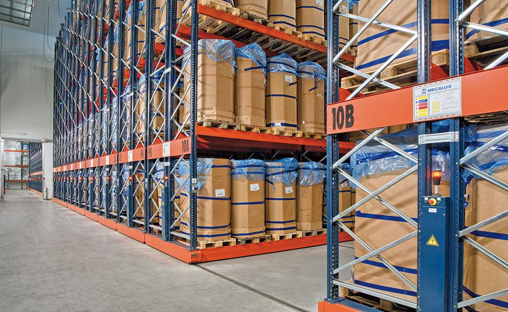Mecalux has supplied Movirack mobile pallet racking in the Iberfresco warehouse to maximise the surface area