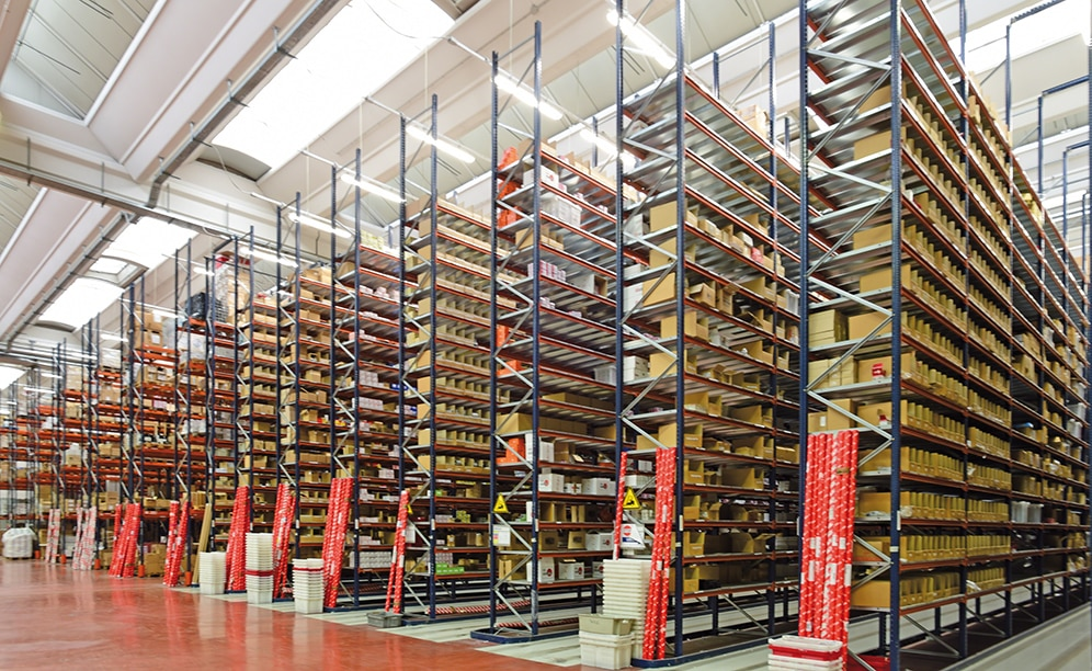 Mecalux has equipped the centre with pallet racks that are organised into two distinct areas: picking racks and pallet racking