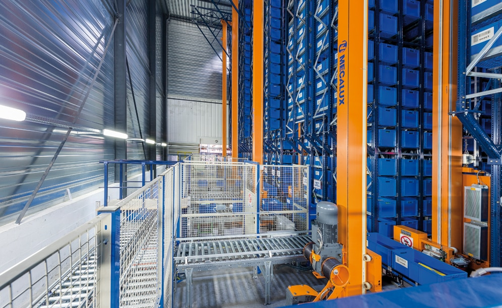 A miniload warehouse with four stacker cranes was installed