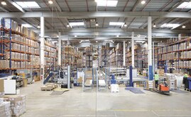 Mecalux automated a portion of the warehouse with live pallet racking with the pick-to-light system and a conveyor circuit