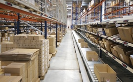 The conveyor circuit is the heart of the installation, which was supplemented with live pallet racking